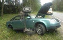 Girtas vairuotojas pasivažinėjo: po smūgio į šeimos automobilį savuoju vertėsi kūliais