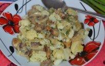 Šiltos žiedinio kopūsto ir pievagrybių salotos