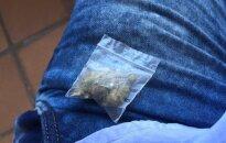 Patikrinimui sustabdytame automobilyje policininkai rado narkotikų