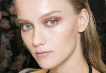 Kaip sukurti itin madingą akių makiažą, naudojant lūpdažį