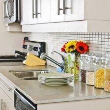 Patarimai, kaip išnaudoti mažos virtuvės erdvę