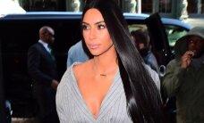 K. Kardashian grįžo! Repertuare – pamėgtos iškirptės ir trumpi sijonai