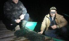 Brakonierius nustebino netikėtai iš tamsos išnirusi aplinkosaugininkų valtis