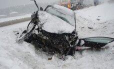Ukmergės r. susidūrė miškovežis ir lengvasis automobilis - du žmonės sunkiai sužaloti