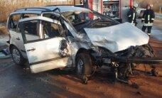 Kelyje Ukmergė-Zarasai per avariją iš automobilio liko metalo krūva