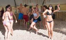 Karklės festivalis drebina pajūrį: atmosferą kaitino karštos poilsiautojos