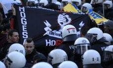 Vokietijoje protestuotojai prieš imigrantus susirėmė su policija