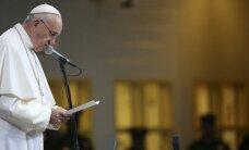 Popiežius po homoseksualaus kunigo prisipažinimo gina heteroksesualias poras
