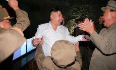 Šiaurės Korėjos lyderis užfiksuotas stebintis raketos paleidimą
