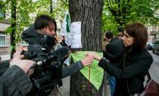 Žaliųjų protesto akcija prieš drastišką medžių kirtimą Vilniuje