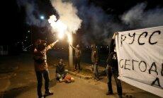 Kijeve protestuotojai pirotechnikos užtaisais apmėtė Rusijos ambasadą