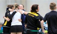 Lietuvos moterų teniso rinktinė džiaugiasi pergale / Foto: Saulius Jankauskas