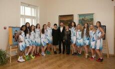 """Ukmergės moterų krepšinio komanda """"Vilkmergė""""."""