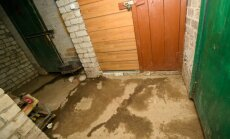 Po renovacijos lietaus vanduo semia dviejų namų kiemus