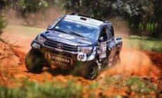 B. Vanago Toyota Hilux bolidas skrieja Paragvajuje