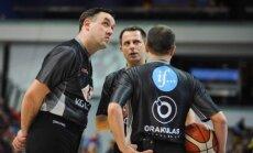 Jurgis Laurinavičius (viduryje)