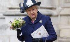 Karalienė Elžbieta dalyvauja Pergalės dienos ceremonijoje Londone