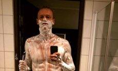 Giedrius Titenis skutasi kūną prieš varžybas Stokholme