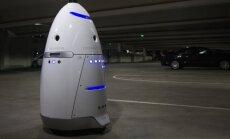 Automobilių aikštelės priežiūros robotas