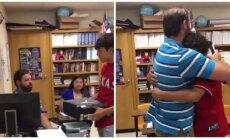 Mokinys nustebino mokytoją dovana, kurios jis laukė 12 metų