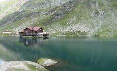 Ledyno suformuotas ežeras Fegerašo kalnuose 2 km aukštyje