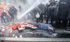 Turkijoje sustiprinta apsauga: panaudotos vandens patrankos ir ašarinės dujos