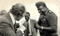 Idi Aminas ir reporteris Ianas Wooldridge'as. 1978 m.