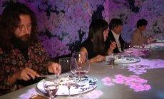 Tokijo restoranas lankytojus kviečia į interaktyvius virtualaus meno ir patiekalų seansus