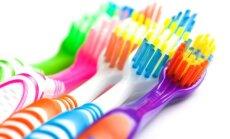 """<span style=""""color: #ff0000;"""">Dienos patarimas:</span> dantų šepetukas padės nuvalyti net ir sunkiausiai pasiekiamus paviršius"""