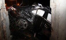 Kaune automobilis rėžėsi į stulpą, prispausti du žmonės