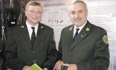 Kazlų Rūdos mokomosios urėdijos vadovas Linas Bužinskas supažindino generalinį urėdą Benjaminą Sakalauską su urėdijos ekspozicija.