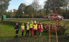 Valdo Adamkaus gimnazijos moksleiviai džiaugėsi spalvingu rudeniu