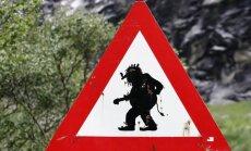 Atsargiai - troliai eina