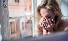 ašaros, liūdesys, depresija, moteris, išsiskyrimas, ruduo, emocijos, verkia