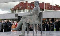 R.Midvikio sukurtas paminklas J.Miltiniui Panevėžyje