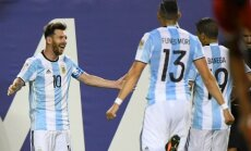 Lionelis Messi su komandos draugais