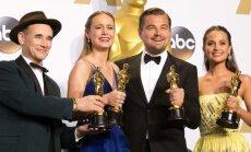 """""""Oskarų"""" nominantai sulauks pigesnių dovanų nei įprasta: tarp jų ir rankų darbo tualetinis popierius, ir vibratorius"""