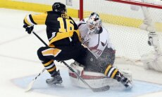Ericas Fehras (Penguins) atakuoja Capitals vartus