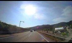 Nufilmavo neįtikėtiną avariją: automobilis atskrido iš niekur