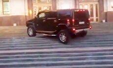 Hummer ant universiteto laiptų