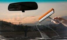 Automobilio lango valymas