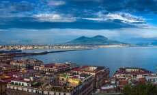 Neapolis, fone - Vezuvijaus ugnikalnis