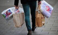 Pirkiniai, pirkėjas, maisto produktai, maišeliai