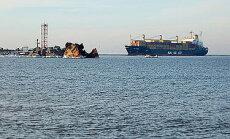 Laivas plaukia į uostą Klaipėdoje