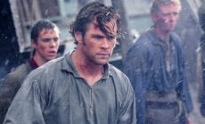 Chrisas Hemsworthas filme Vidury vandenyno