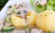 Šilkiniai varškės ir bulvių kukuliai su vištiena