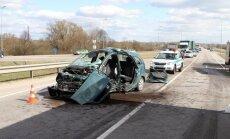 Tragiška avarija Kaune: po smūgio į sunkvežimį žuvo Opel vairuotojas