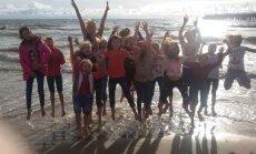 Panemunės mokyklos šokių studijos merginos leido savaitgalį prie jūros