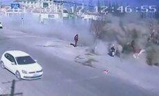 Kinijoje vilkikas rėžėsi į pakelės namus: žuvo 9 žmonės