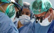 Krizė Anglijoje: atšaukiamos skubios operacijos